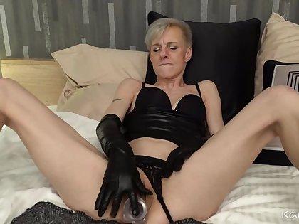 Espoir's Pussy Stuffing