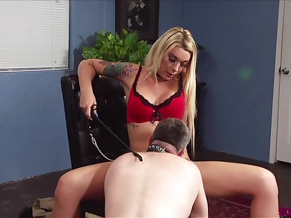 Ladyboy Aubrey Kate fucks with her lover without mercy on the table