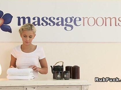 Blonde masseuse fingers oiled pet