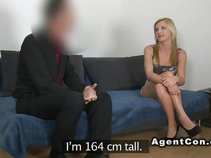 Skinny masseuse fucks apropos casting