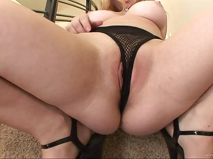 Blonde pornstar sensually swallows the dick turn this way fucks the brush pussy