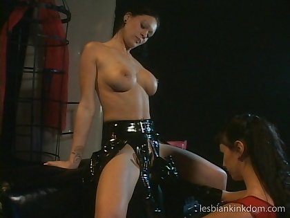 Hardcore lesbian fingering and drilling betweent Krissy and Natalie