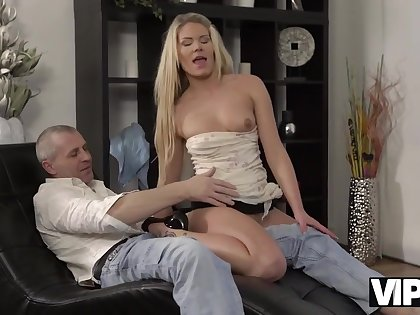 Seductive model seduces older male be fitting of unforgettable sex