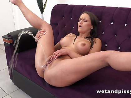 Sex-crazed without equal brunette Barbara Bieber flashes will not hear of Czech pussy during pissing solo