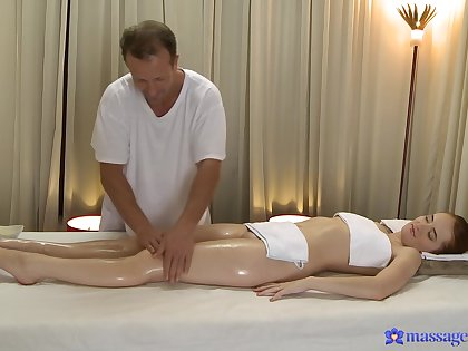 Masseur leads younger doll to crave for his pulsating load of shit