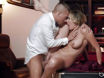 Elegant blonde finds it more than addictive concerning swindler with this younger bull