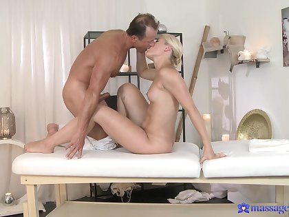 Hot blonde does the nasty hither her talented patriarch masseur