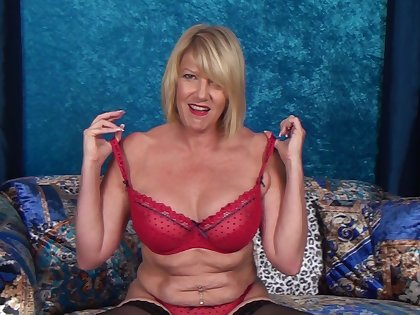 Video of poor mature Amy Goodhead having some solo fun