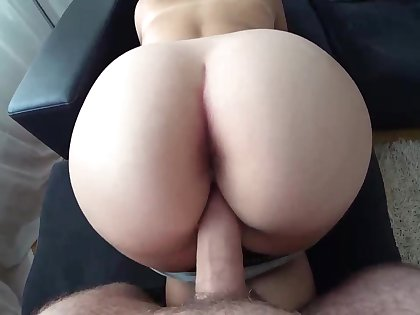 Ample booty gal is getting pulverized from the back and liking every single 2nd of it