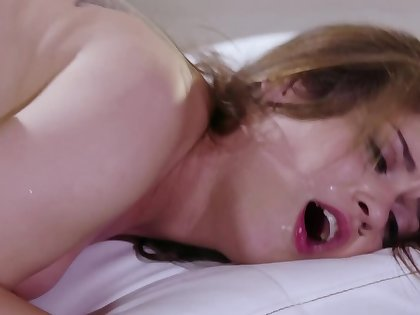 Incomparable brunette enjoys spontaneous sex with black affiliate